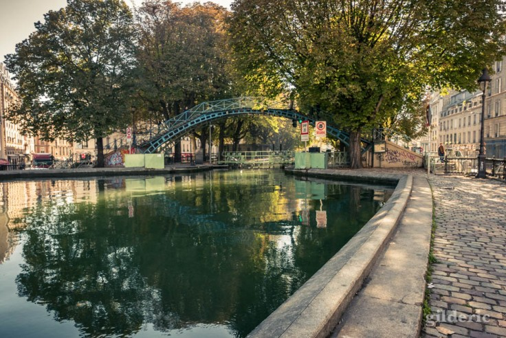 La passerelle Bichat et l'écluse des Récollets (canal Saint-Martin)