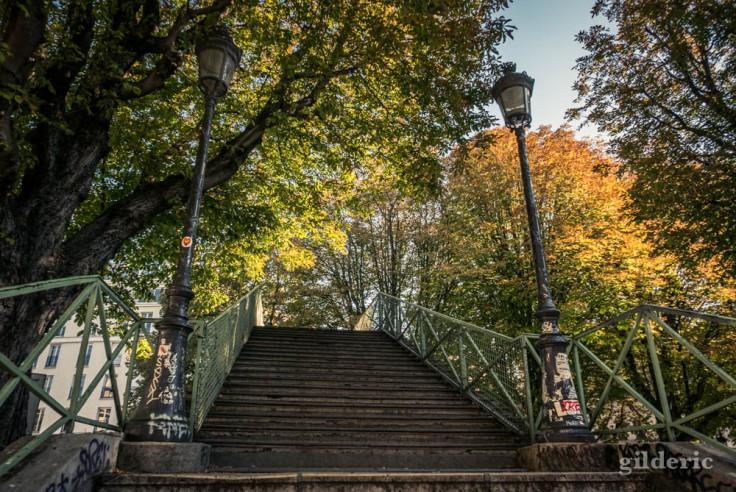 Escaliers de la passerelle Bichat (canal Saint-Martin)