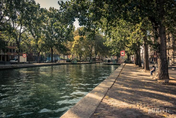 Canal Saint-Martin, en direction de l'écluse des Morts