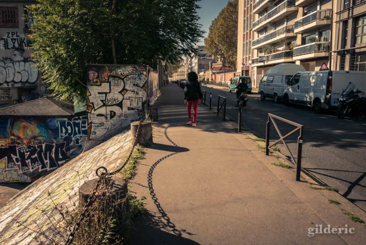 Se promener près du Canal Saint-Martin (Paris)