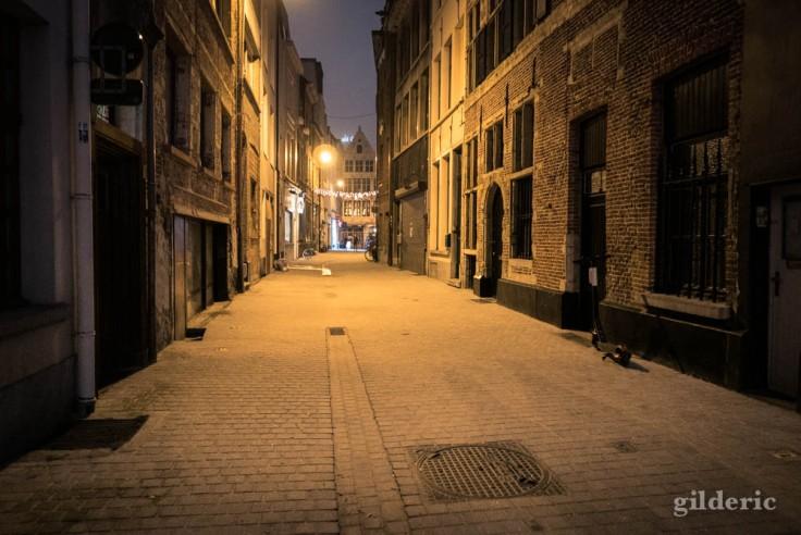 Rue du vieux Anvers, le soir du Nouvel An