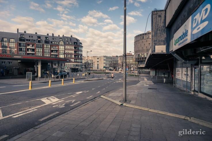 Liège Lockdown : boulevard sans voitures ni piétons (suite au confinement luttant contre le coronavirus)