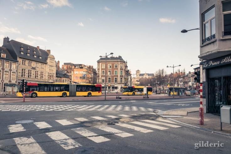 Liège Lockdown : bus au Boulevard d'Avroy (street photography)
