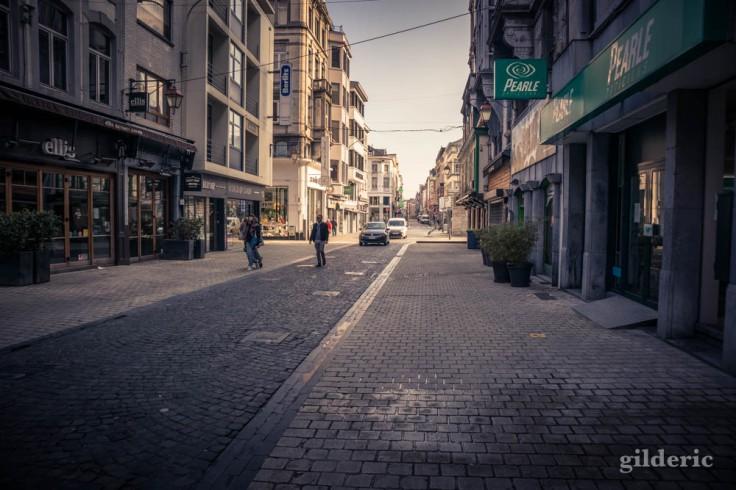 Liège Lockdown : rue Pont d'Avroy presque vide (street photography)
