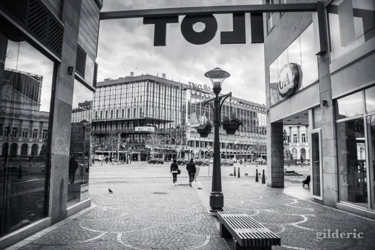 Liège en quarantaine (coronavirus) : de l'îlot Saint-Michel vers l'opéra (photo en noir et blanc)