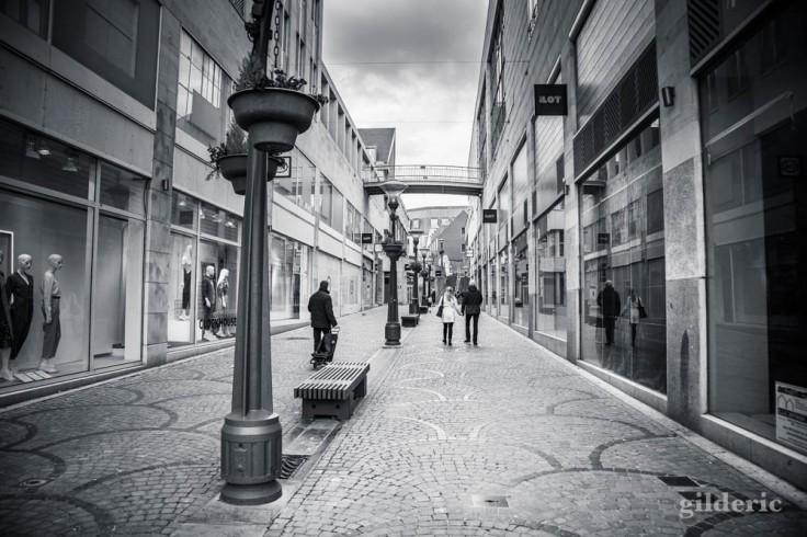 Liège en quarantaine (coronavirus) : l'îlot Saint-Michel (photo en noir et blanc)