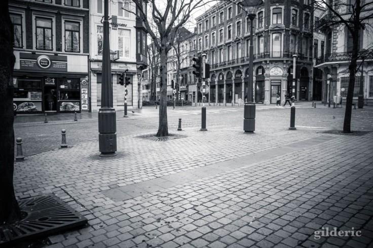 Liège en quarantaine (coronavirus) : vers la rue de l'Université (photo en noir et blanc)
