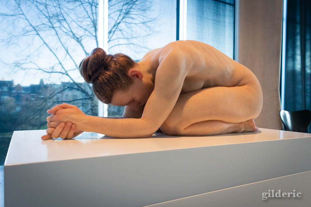 Sam Jinks : Untitled (Kneeling Woman)