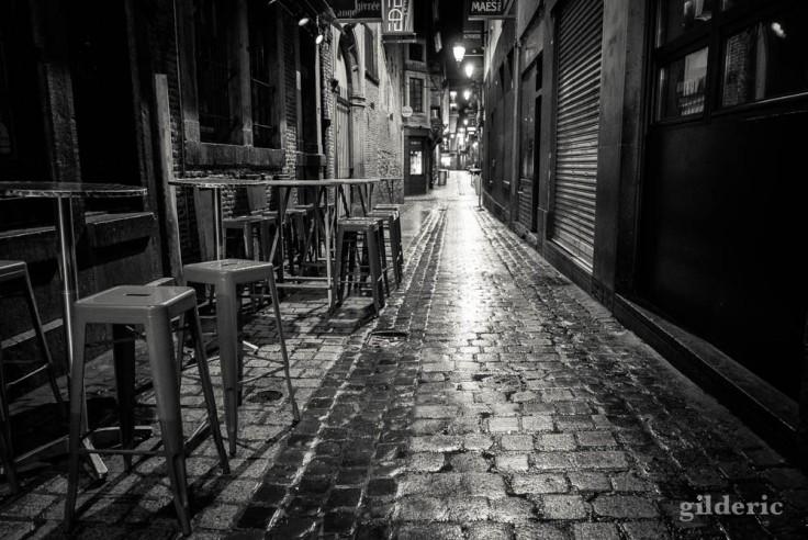 Café fermé, ambiance série noire dans le carré de Liège