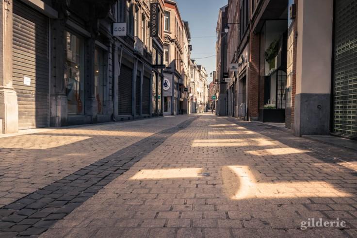 Liège ville fantôme : ombres et lumière rue du Pot d'Or