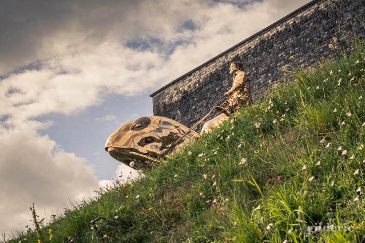 Citadelle de Namur : la Tortue de Jan Fabre (sculpture)