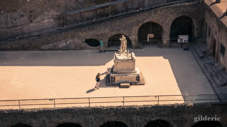 La statue de Nonius Balbius, vue de haut