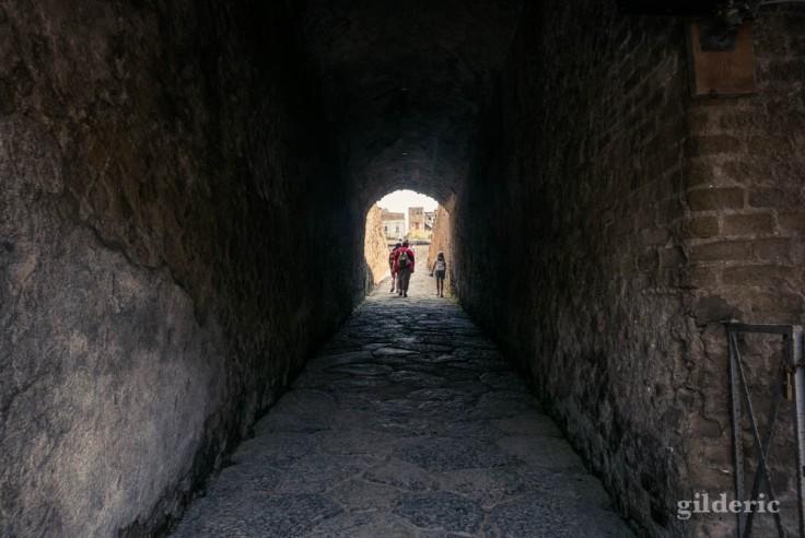 Entrée dans la cité antique d'Herculanum