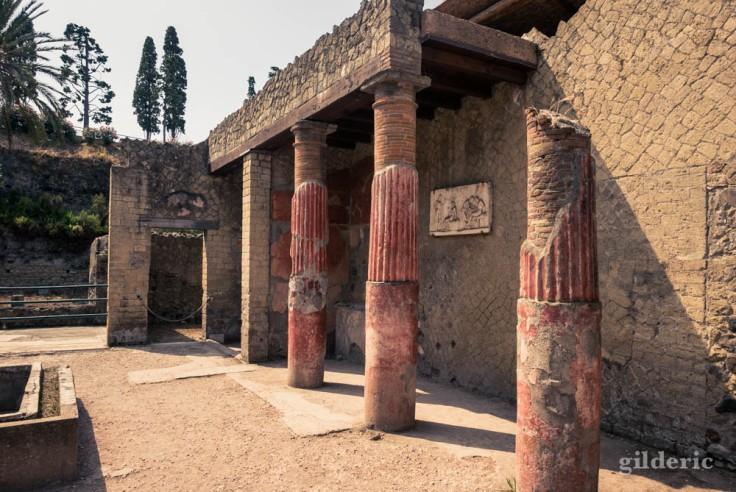 Colonnes de l'atrium de la casa del rilievo di Telefo