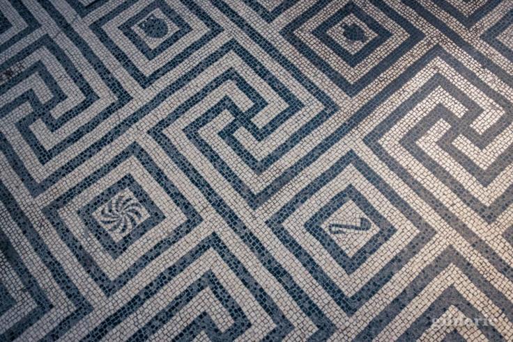 Labyrinthe en mosaïque (tépidarium, thermes des femmes de Herculanum)