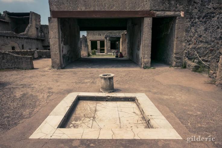 Extérieur de la Casa del Salone Nero à Herculanum