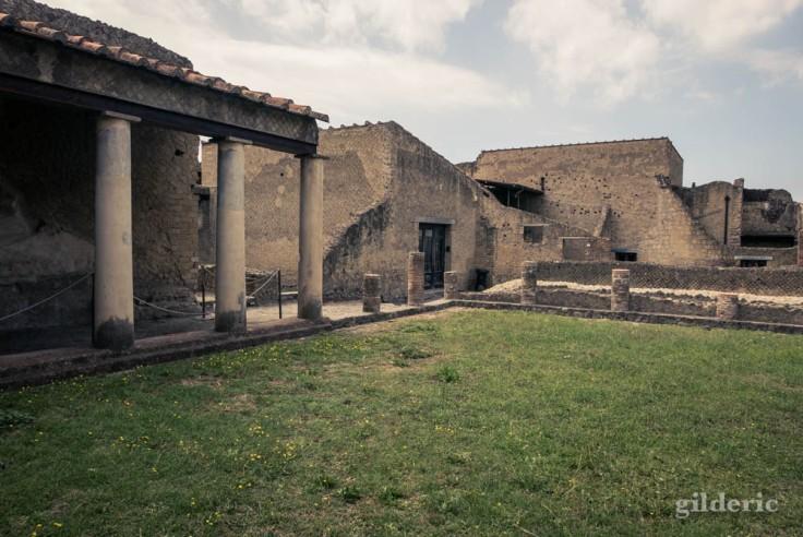 palestre dans l'enceinte des thermes de Herculanum