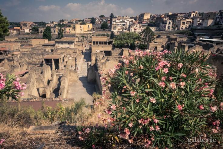 Fouilles d'Herculanum : vue panoramique depuis la rampe d'entrée