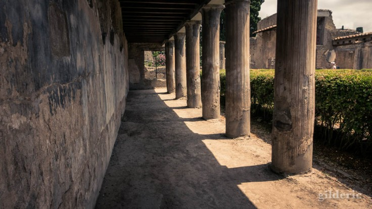 Péristyle de la Casa d'Argo à Herculanum