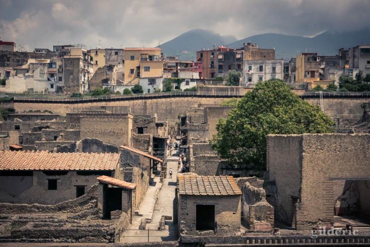Vue du site : Le Cardo IV et la ville moderne en arrière-plan
