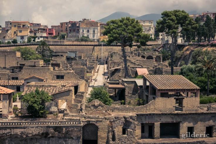 Le Cardo V, une des rues principales de Herculanum