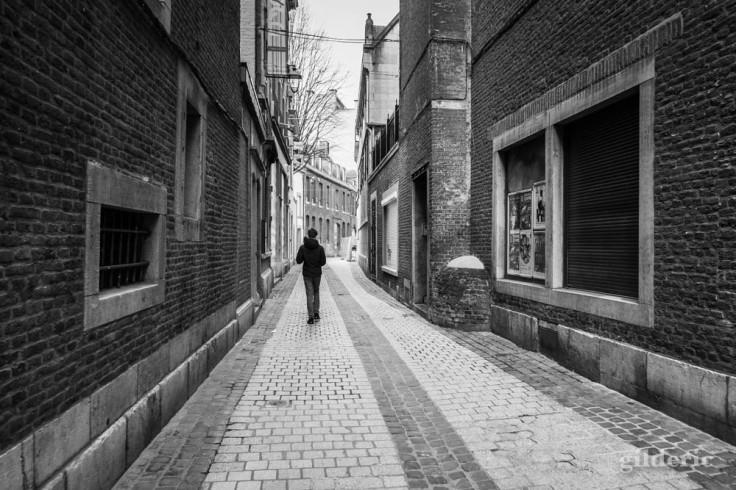 Seul dans Liège (chroniques du confinement en noir et blanc)