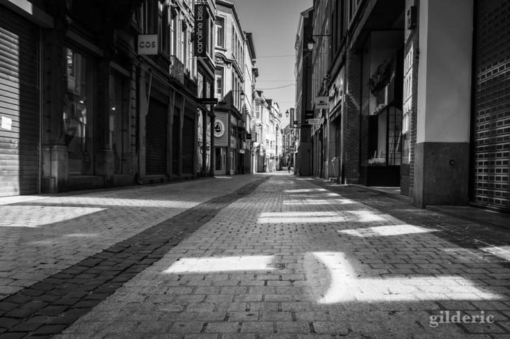 Carré de lumière dans le Carré (Liège) : chroniques du confinement en noir et blanc