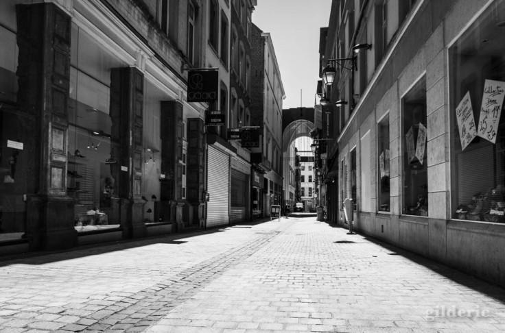 Au coin du Carré (Liège) : chroniques du confinement en noir et blanc