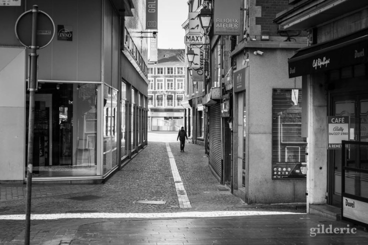 Errer dans Liège (chroniques du confinement en noir et blanc)
