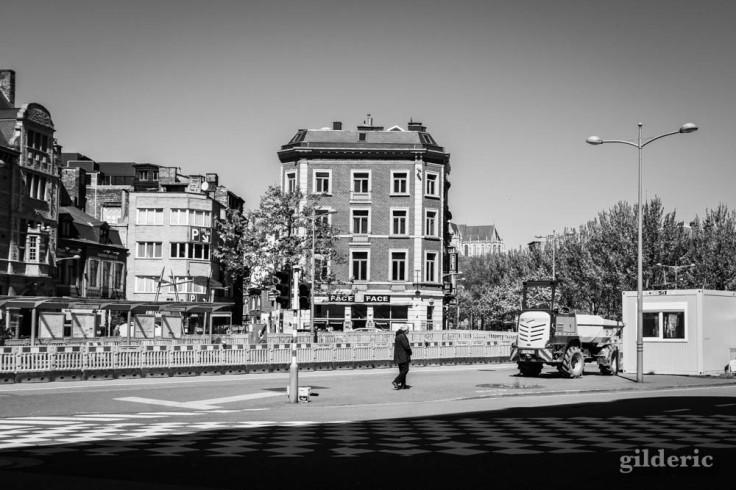 Seul sur le boulevard (chroniques du confinement en noir et blanc)