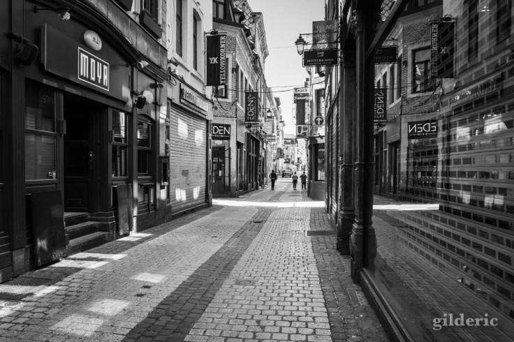 Magasins fermés dans le Carré de Liège : chroniques du confinement en noir et blanc