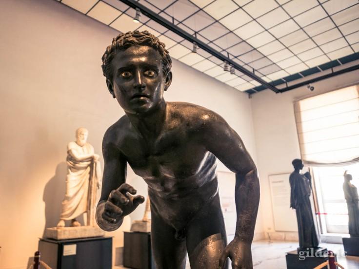 Athlète - sculpture en bronze trouvée dans la Villa dei Papiri