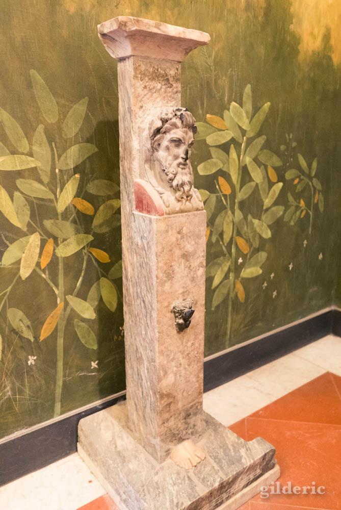Fontaine (Cabinet secret, Musée archéologique de Naples)
