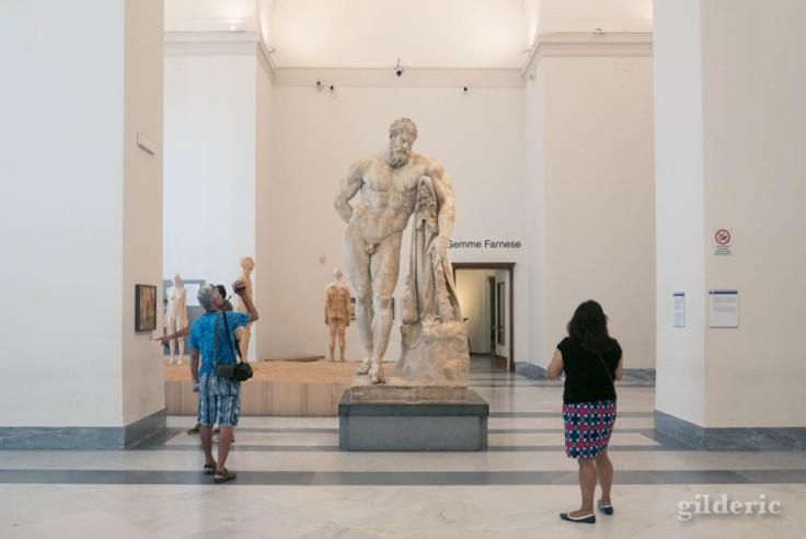 L'Hercule Farnèse au Musée archéologique de Naples (MANN)