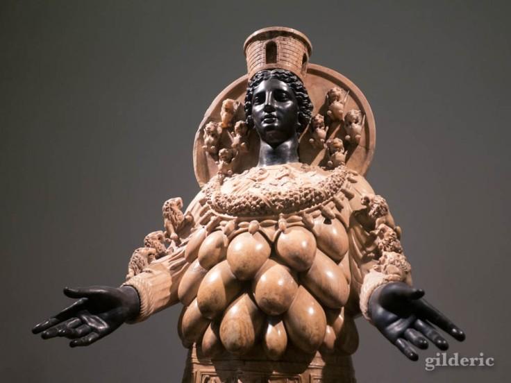 Artémis d'Éphèse, sculpture de la collection Farnèse au Musée archéologique de Naples