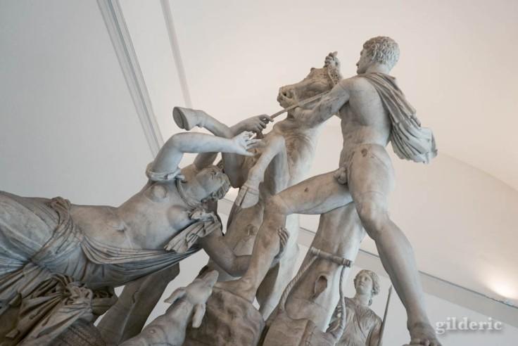 Taureau Farnèse (au Musée archéologique de Naples (MANN))