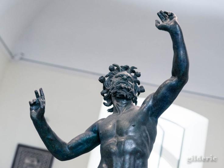 Le Faune, sculpture en bronze de Pompéi, conservée au Musée archéologique de Naples