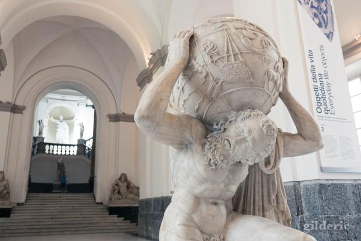 L'Atlas Farnèse un des chefs-d'oeuvre de la collection Farnèse au Musée archéologique de Naples (MANN)