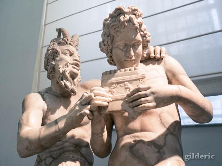Pan et Daphné - sculpture en marbre au Musée archéologique de Naples