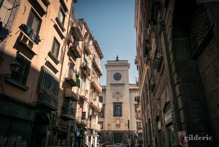 Visiter Naples : le Castel Capuano vu depuis la via dei Tribunali