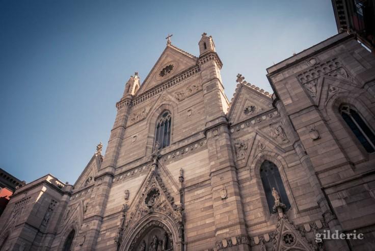 Visiter Naples : façade de la cathédrale San Gennaro