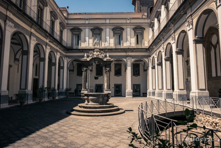 Visiter Naples : le cloître de San Lorenzo Maggiore