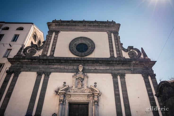 Visiter Naples : église Santa Caterina a Formiello (extérieur)