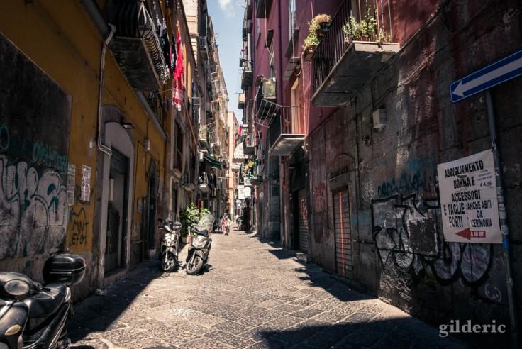 Visiter Naples : les rues étroites et animées du centre historique