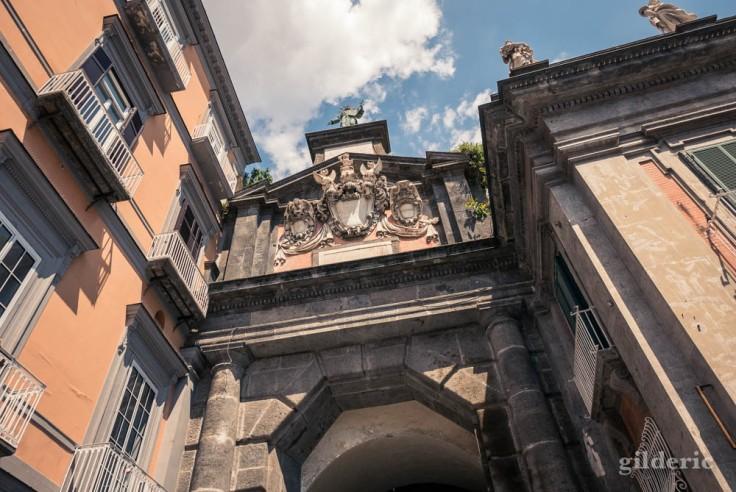 Visiter Naples : Porta Alba, piazza Dante