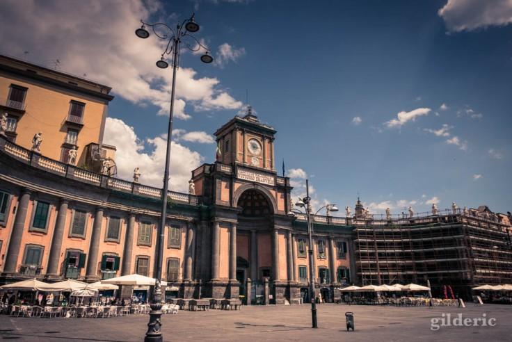 Visiter Naples : Foro Carolino, piazza Dante