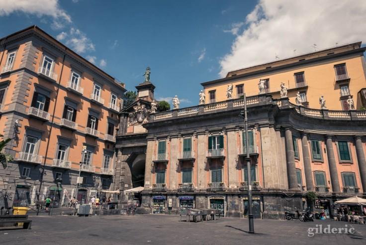 Visiter Naples : Piazza Dante