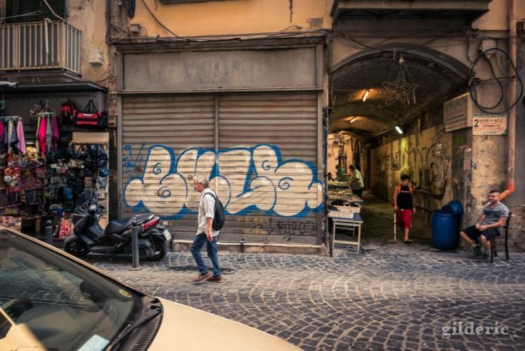 Visiter Naples : via dei Tribunali