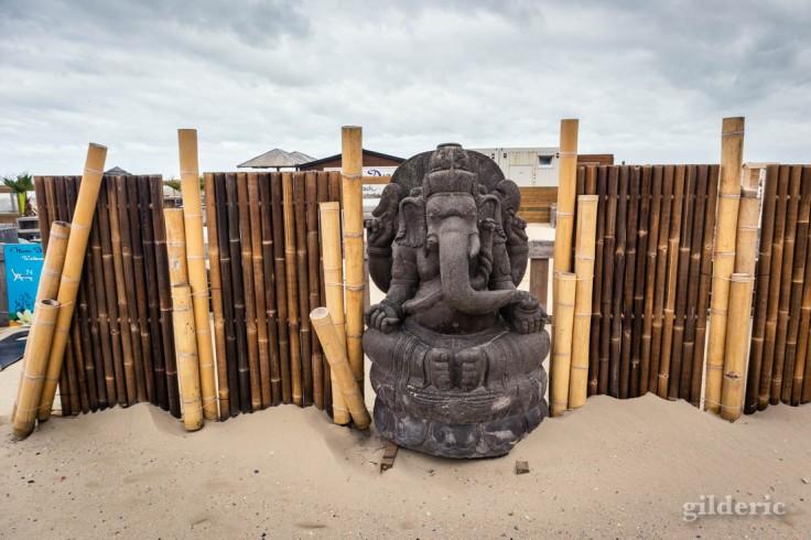 Tempête à Blankenberge : statue d'inspiration indienne
