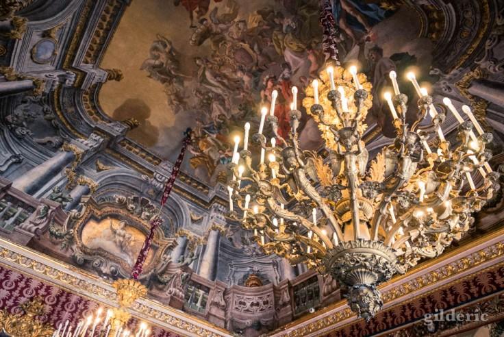 Visiter Naples : plafond en trompe-l'oeil de la première antichambre du palais royal